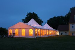 lighting an outdoor wedding